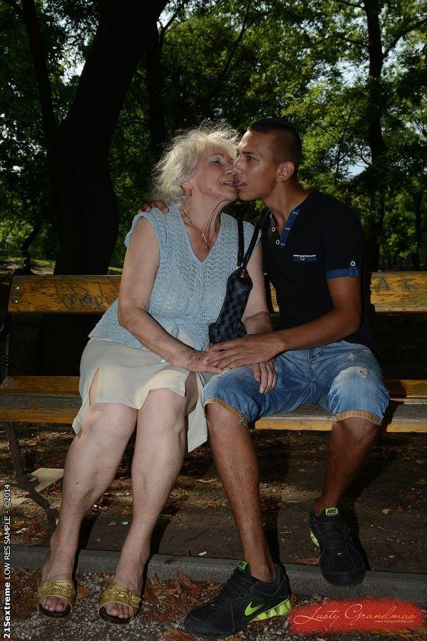 пожилых в жопу и рот медсестры