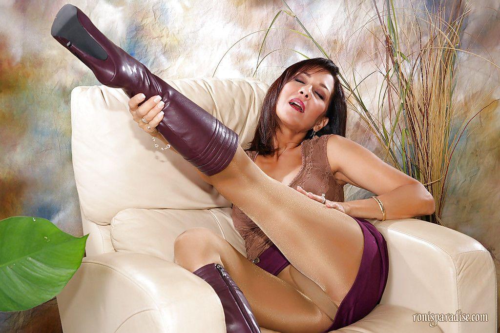 Порно блядей в чулках колготках и сапогах