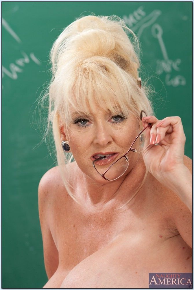 Mature teacher Kayla Kleevage denudes her giant tits in the classroom