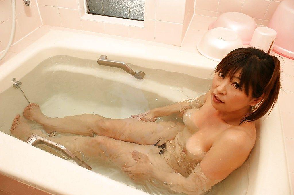 Sassy asian mature gal Nozomi Oshima posing naked and taking bath