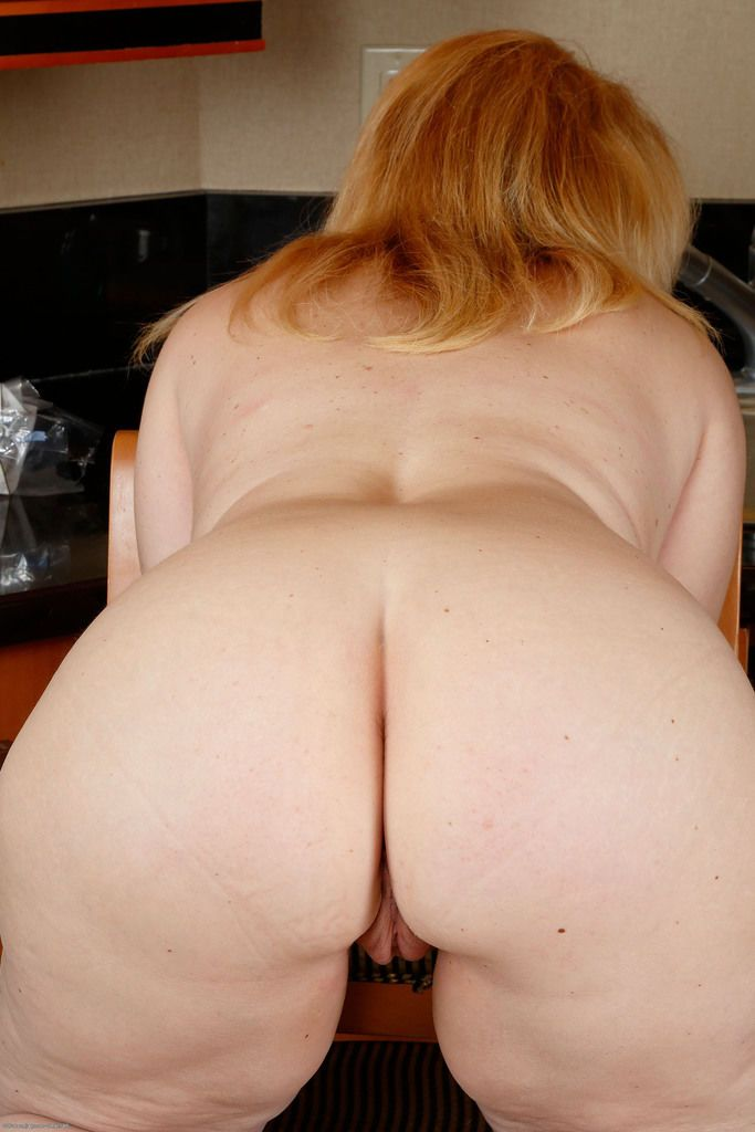 Chubby blonde woman Brandie Sweet nude in the kitchen and horny as fuck