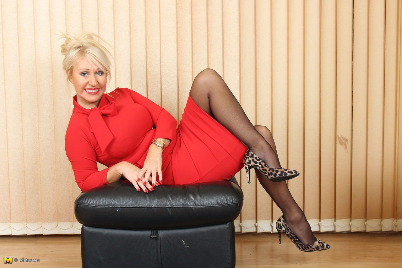 Older British woman strips down to sexy lingerie and black nylons