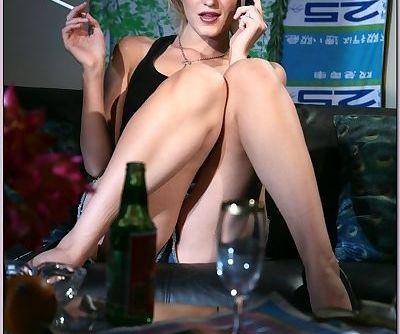 Slutty babe Kimberly Kane showing..