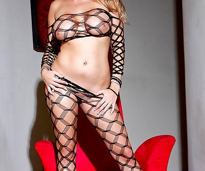 Wonderful blonde hottie enjoys..