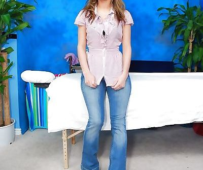 Teen babe Victoria takes off top-..