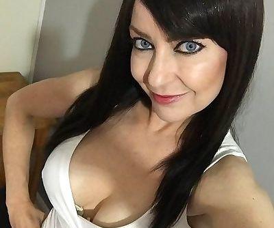 Miss Jessica Wood