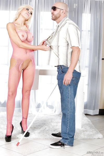 Masseuse Nina Elle is wanking and sucking dick of her client