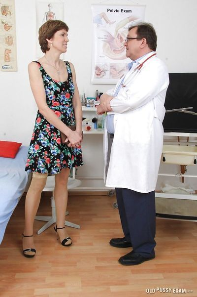 Gyno doctor fucks mature Oslava using his hard short fingers