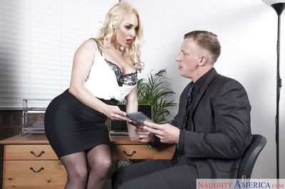 Office milf Victoria Summers sucks dick instead of doing her job