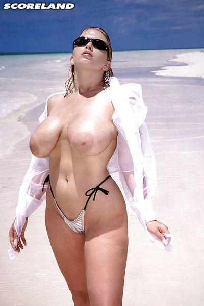 Sunglasses topped mature woman Dawn Stone flaunting big wet tits on beach