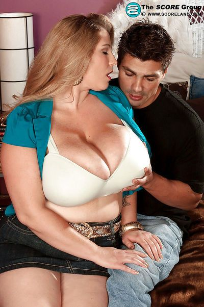 Heated fatty in jean miniskirt Renee Ross has her massive tits caressed