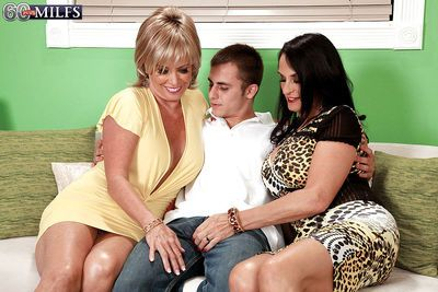 Naughty grannies Lexi McCain and Rita Daniels suck off younger man together