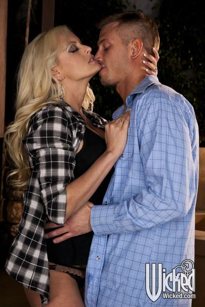 Gorgeous MILF Stormy Daniels gets her pussy licked and slammed