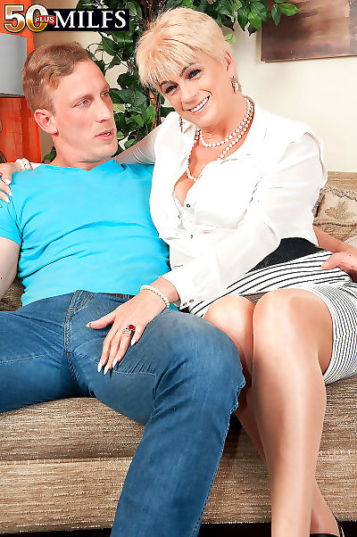 British gilf who loves being fucked - part 2301