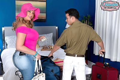 quá cỡ sữa. Marcella guerra đưa creampied sau một boobjob và Chết tiệt