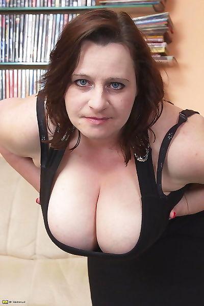 Big breasted mama sucking and fucking hard - part 2207