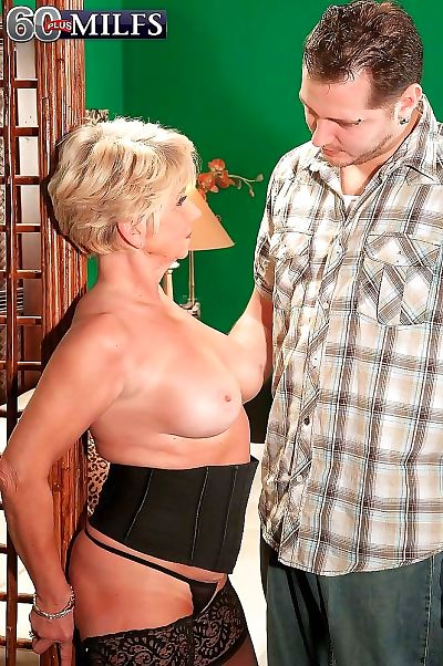 Hot granny milf deanna bentley sucking stiff penis - part 621