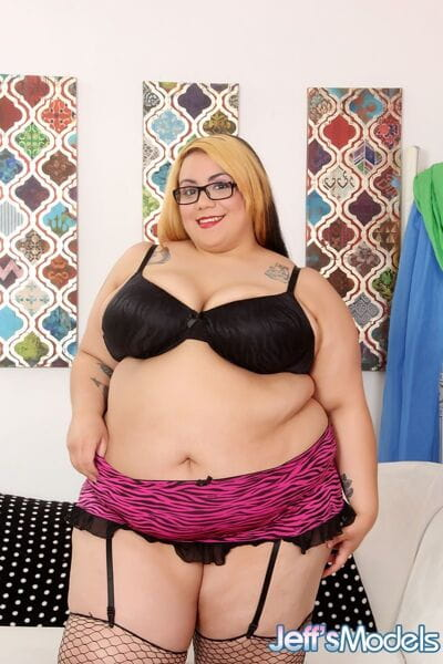 Sexy SSBBW Mia Riley in fishnet stockings baring saggy tits & giving titjob
