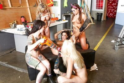 Tattooed dyke Payton Sinclaire and girlfriends anal toying in lesbian orgy