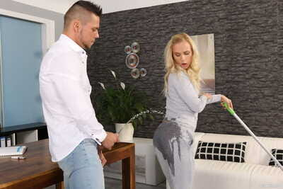 Blonde chick Vinna Reed plays pee games during sex with her man