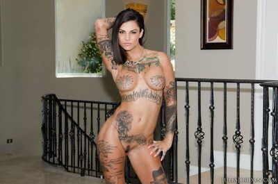 Tattooed slut Bonnie Rotten sucking huge cock & fucking in raunchy FFM 3some