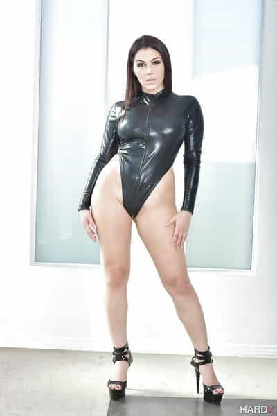 Brunette Euro pornstar Valentina Nappi unveils large all natural tits