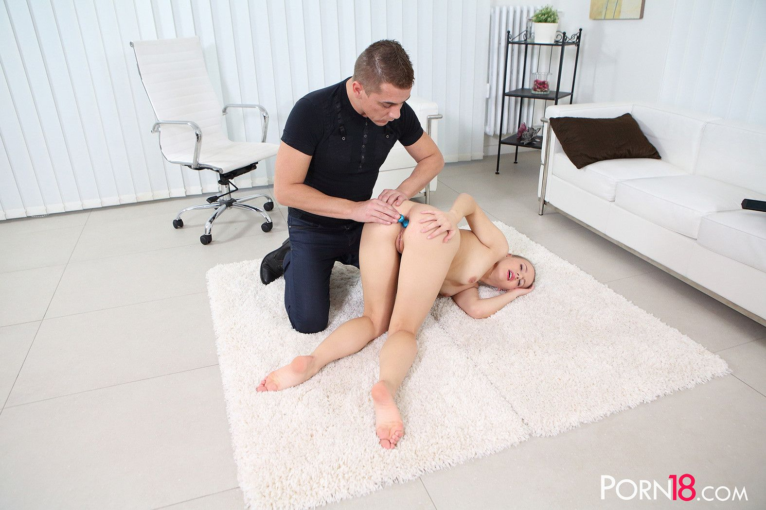 Lovely olivia grace gets her shave tight innie banged in the cas