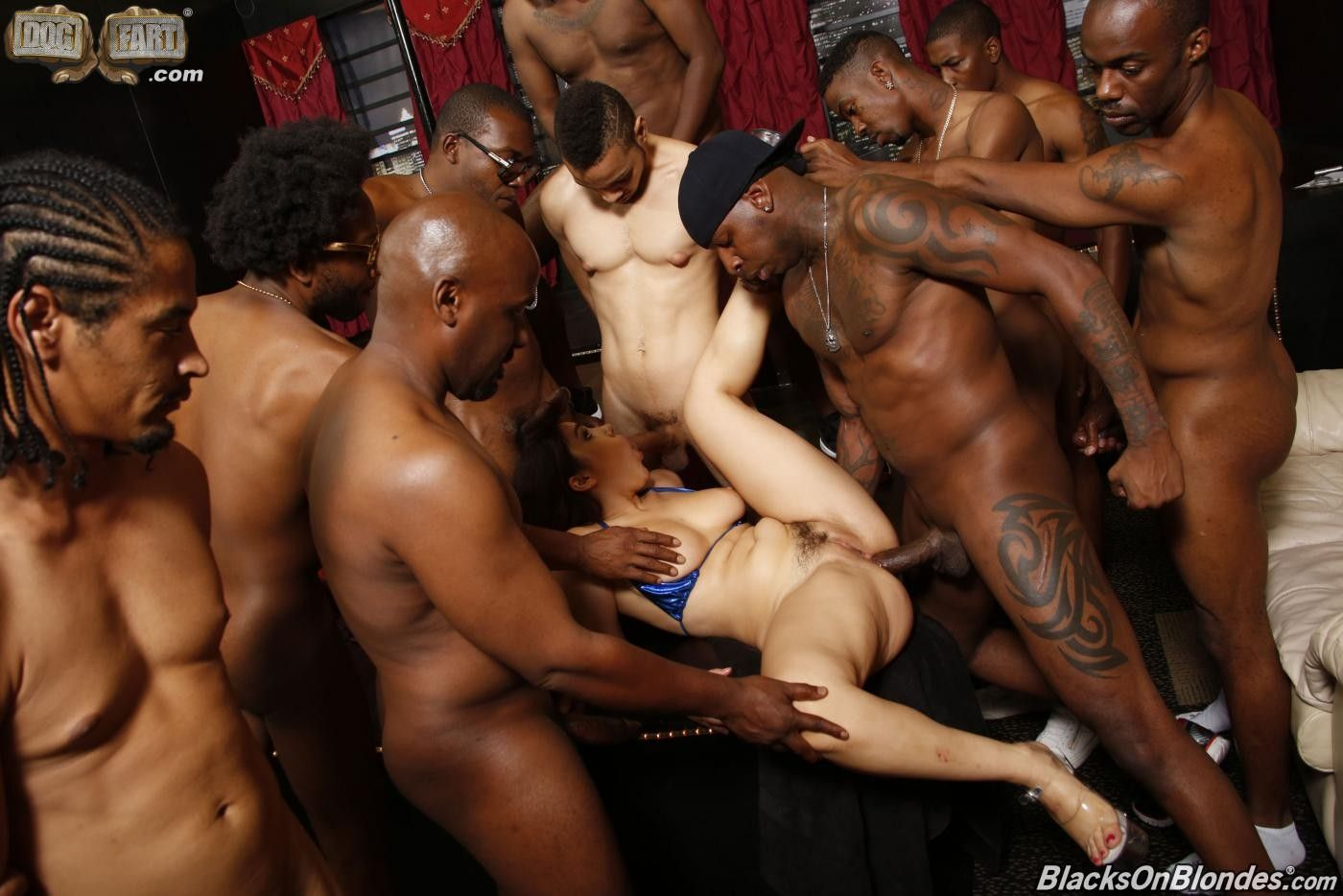 Секс негры групповуха фото би, Групповуха с неграми - порно фото 10 фотография