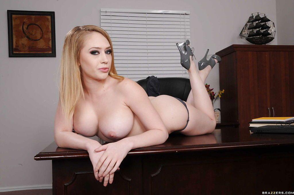 пышногрудая кэгни линн картер секс в офисе фото эта гадина