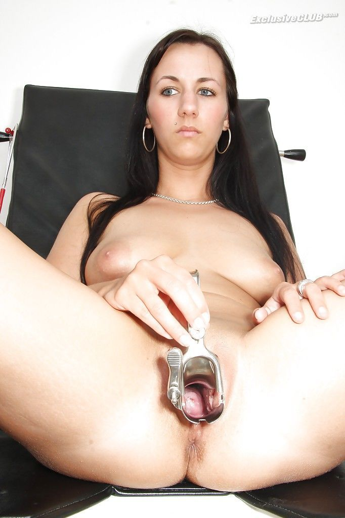 Fly fetish babe Terra Sweet is a good looking slut that pisses in bowl