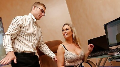 Hot MILF Abbey Brooks gets her..