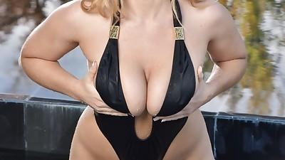 Curvy Euro model Natasha Nice..