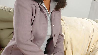 Amateur brunette Latina Tyy..