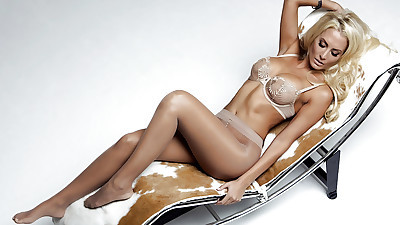 Stunning blonde babe Jennifer..