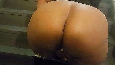 BIG BUTT BBW GETS FUCKED AND..