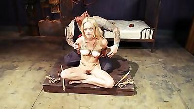 Blonde chick Jeze Belle screams..