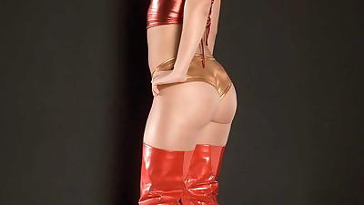 Blonde dancer Jada Stevens bares..