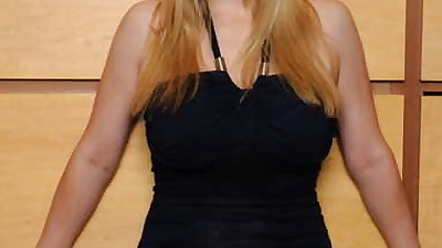 Blonde amateur unveils her big..