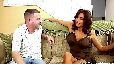 Hot MILF Loves Younger Men!HD