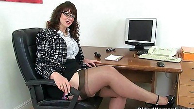 UK milf Red will assist you at..