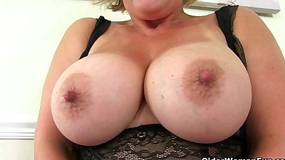 UK milf Danielle works her..