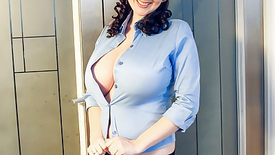 Big-tit babe Lorna Morgan..
