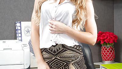 Milf blonde Nicole Aniston want..