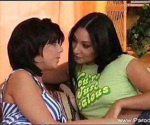 Strapon Lesbian..