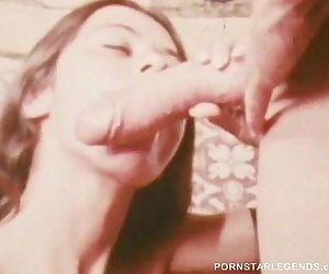 Classic porn slut takes 14 inch..