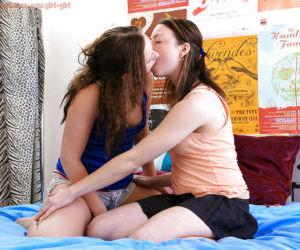 Teen lezzies Jamie-Lee and Julia B slips fingers and..
