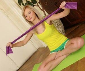 Skinny amateur Katy Rose masturbating after she practices..
