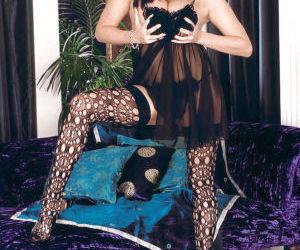 Euro MILF pornstar Linsey Dawn McKenzie revealing hooters..