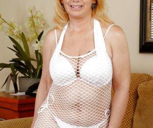 Mature woman Brandie Sweet is showing off her big saggy..