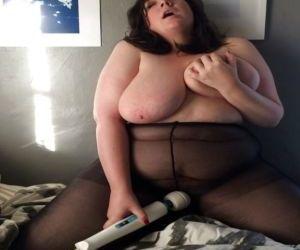 Picture- BBW housewife enjoys hitachi magic wand